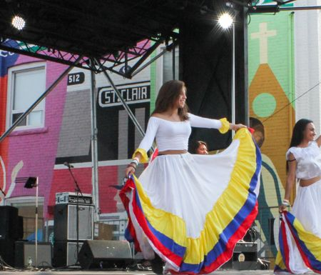 Colombian Folklore at the Main Stage